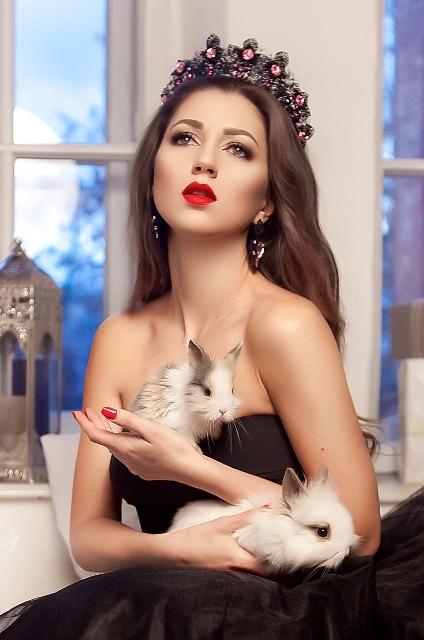 Корона и серьги в аренду для фотосессии от Vera Agency