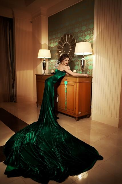 Зеленое платье со шлейфом от D.Evgenica
