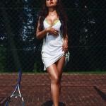 Фотосессия на теннисном корте с ракеткой